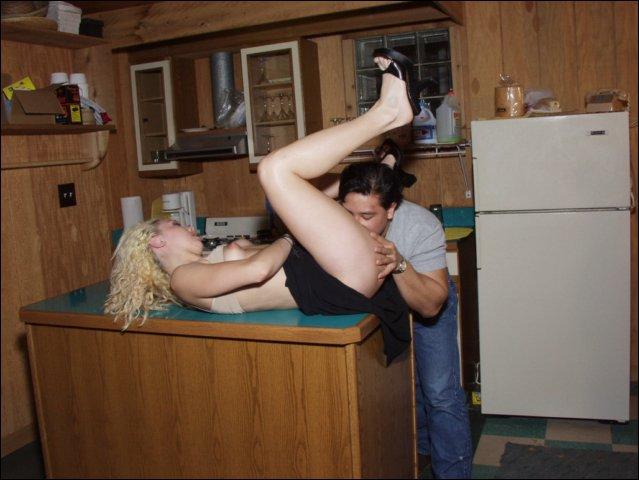 Geil beft hij haar natte kutje nog veel natter