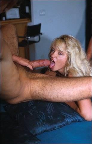 Onder andere een neger word door een blondje verwend