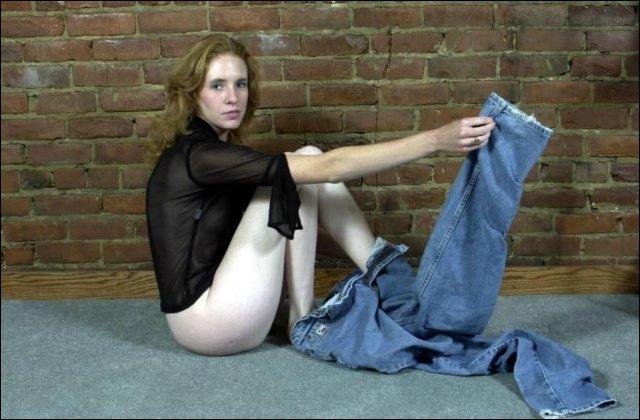 Bleke amateurtje laat haar zachte witte kontje aan je bekijken