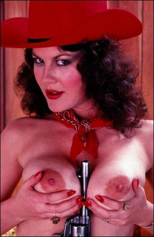 Mastruberen in een boerenstal vind deze cowboygirl best opwindend