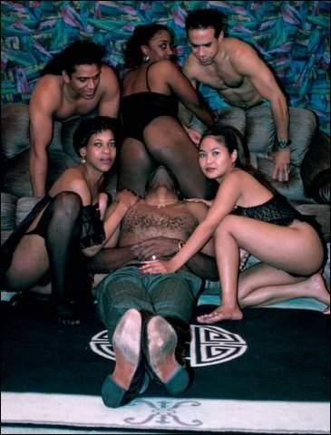 Aziatische meisjes hebben sex met grote negerlullen