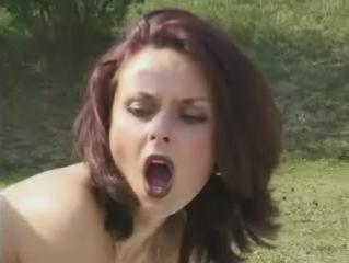 Hete snol afgeneukt met haar pijpmondje open
